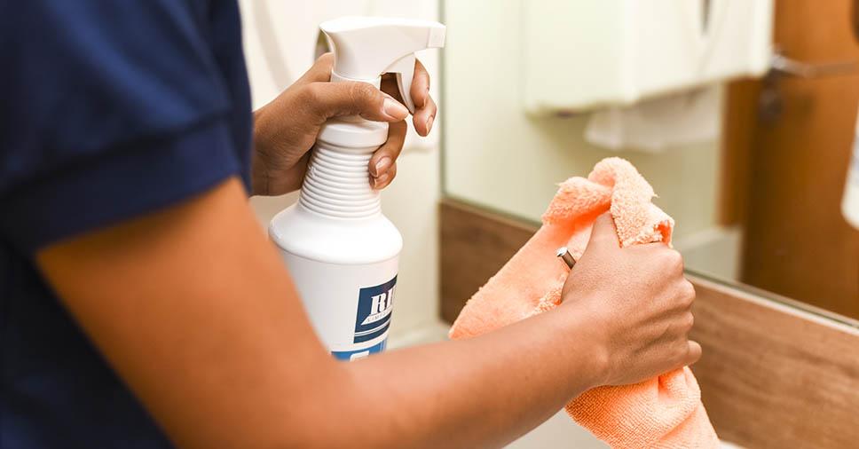 Entenda as diferenças entre limpeza doméstica e profissional