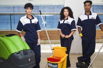 Observamos uma equipe de serviço terceirizado de limpeza. Veja o que está incluso na RHS Premium!